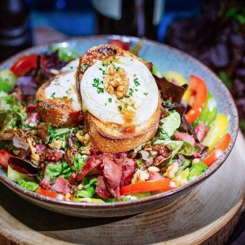 Salade de chèvre chaud image