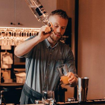 N'hésitez pas à demander conseil à notre Barman ! image